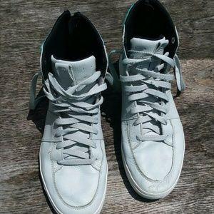 Puma zipper tennis shoes